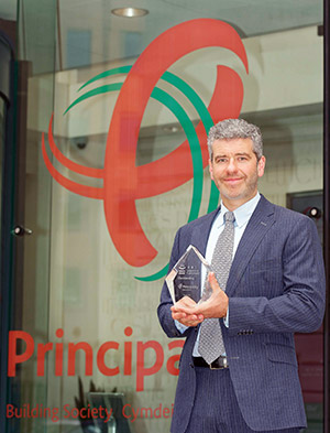 Shaun Middleton and Principality's Outstanding Customer Service Award